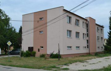 Špecializujeme sa na obnovu bytových domov so zameraním na zateplovanie bytových jednotiek. Vďaka našim certifikátom a licenciám ponúkame profesionálnu úroveň práce.